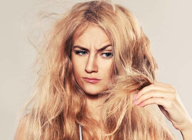 Olejki roślinne, proteiny owsa i wyciąg z aloesu poprawią kondycję twoich włosów /123RF/PICSEL