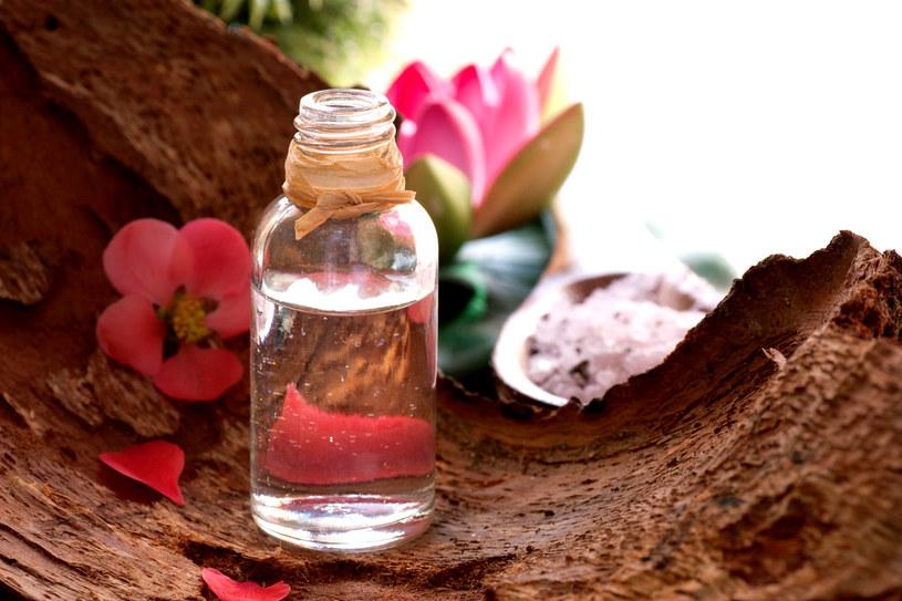 Olejki z naturalnych składników to nieoceniony środek codziennej pielęgnacji /123RF/PICSEL