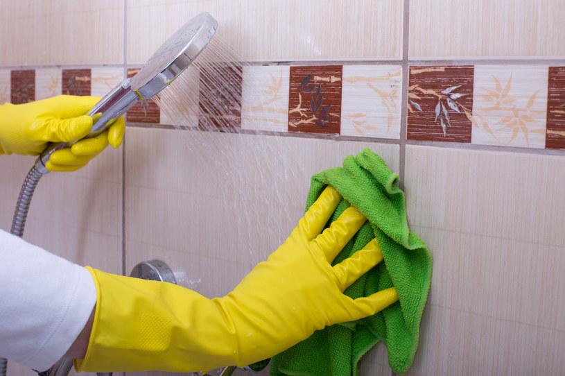 Olejkiem z cytryny wyczyścisz całym dom /123RF/PICSEL
