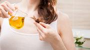Olejowanie włosów – fakty i mity. Jak wykonuje się ten zabieg?