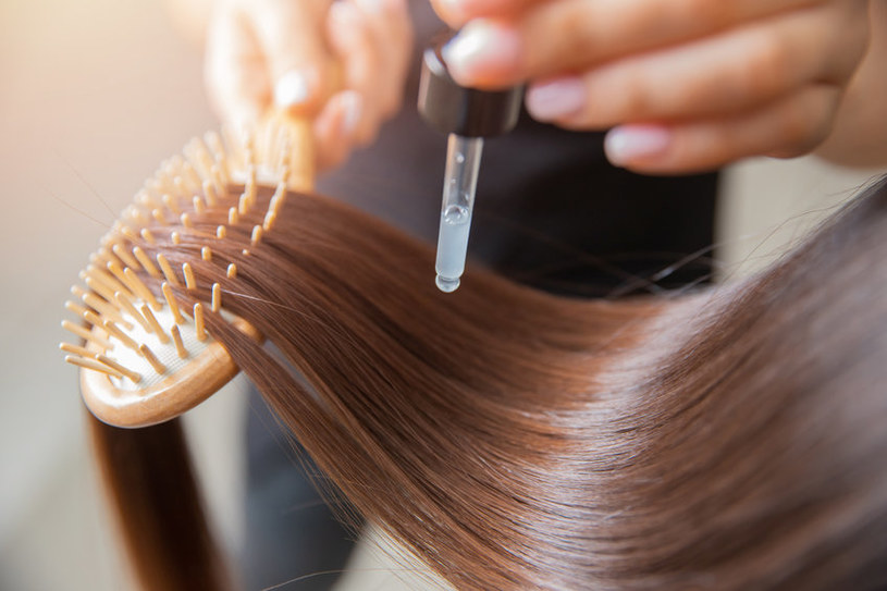 Olejowanie włosów krok po kroku /123RF/PICSEL
