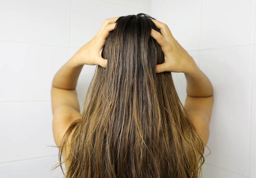Olejowanie włosów szybko przywróci im blask /123RF/PICSEL