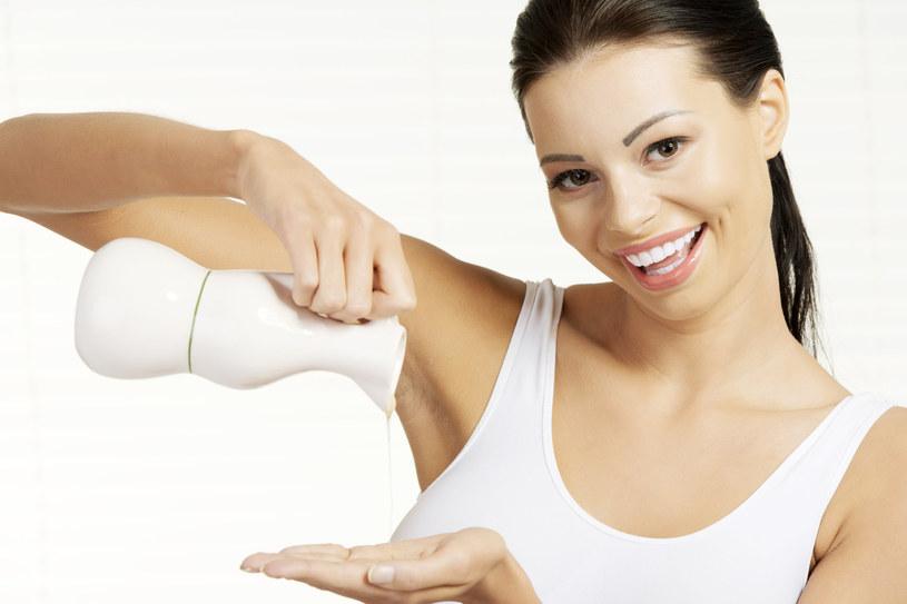 Olejowe mycie twarzy pozwoli dokładnie ją oczyścić /123RF/PICSEL