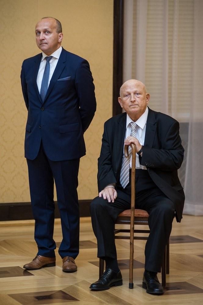 Oleksy schudł 16 kilo przez chorobę! /- /East News