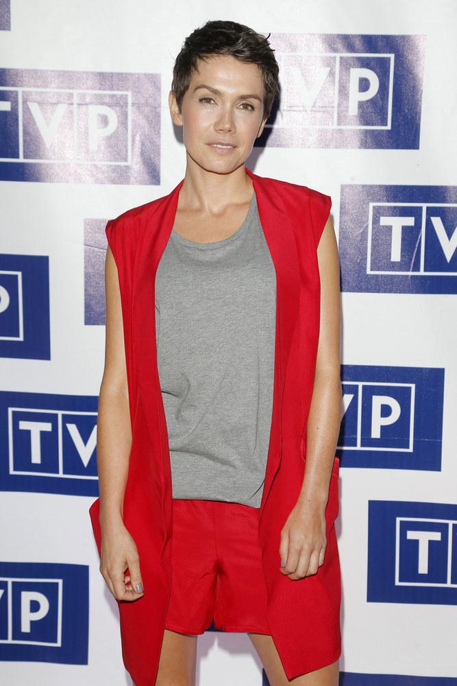 Olga Bołądź obcięła wlosy do roli, ale nowa fryzura okazała się dla niej bardzo korzystna /Podlewski /AKPA