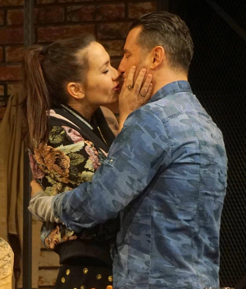Olga Bołądź podczas spektaklu w teatrze /Tricolors /East News