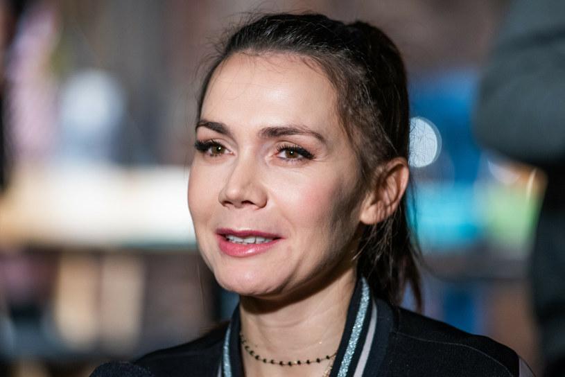 Olga Bołądź śmiało eksperymentuje z fryzurami - teraz postawiła na grzywkę /Justyna Rojek /East News