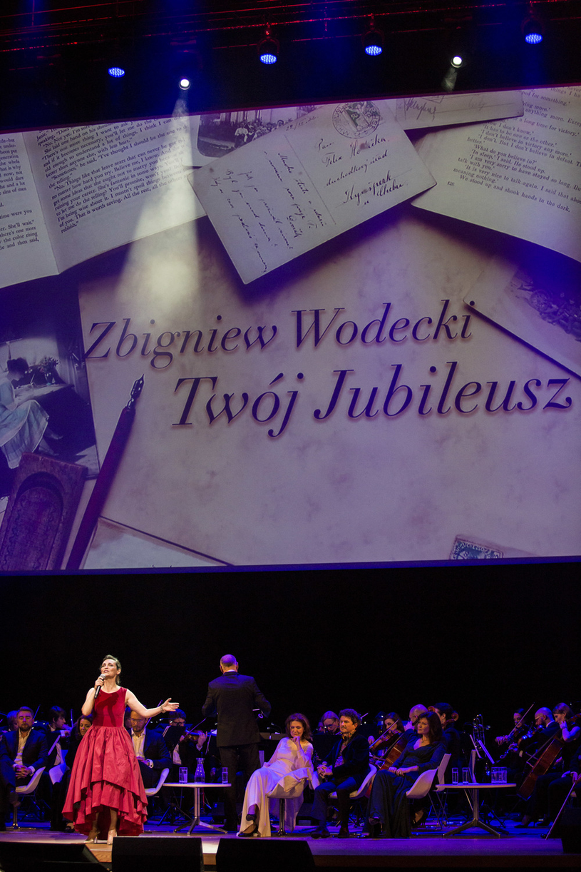 Olga Bończyk na koncercie dedykowanym Wodeckiemu /AKPA