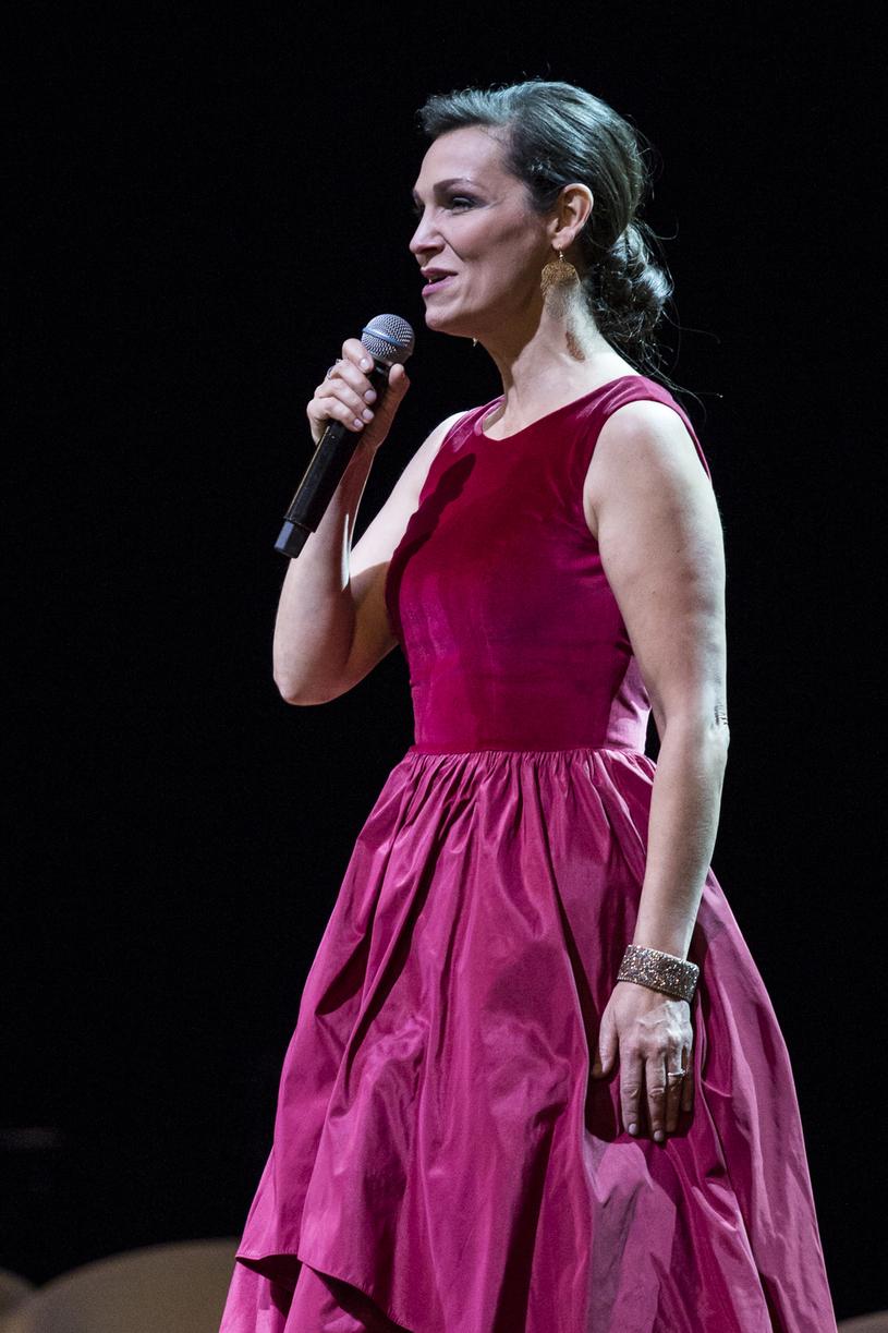Olga Bończyk podczas koncertu, listopad 2017 rok /Łepecki Michał /AKPA