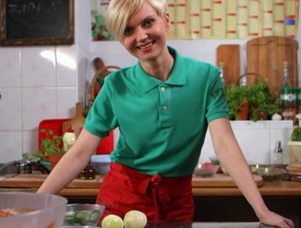Olga Borys wcieli się w szefową kuchni /AKPA