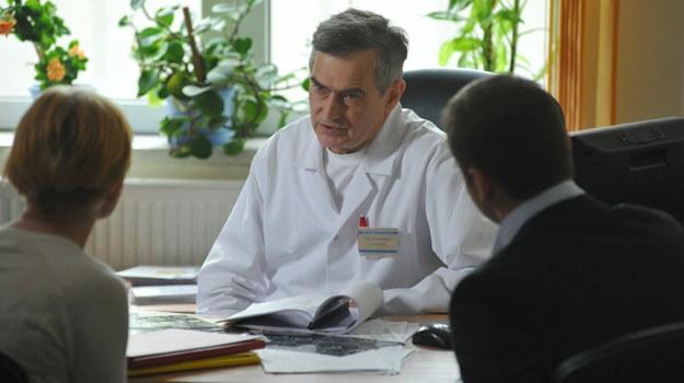 Olgierd Łukaszewicz zagra profesora neurologii, który zoperuje córkę Marty /  /Agencja W. Impact