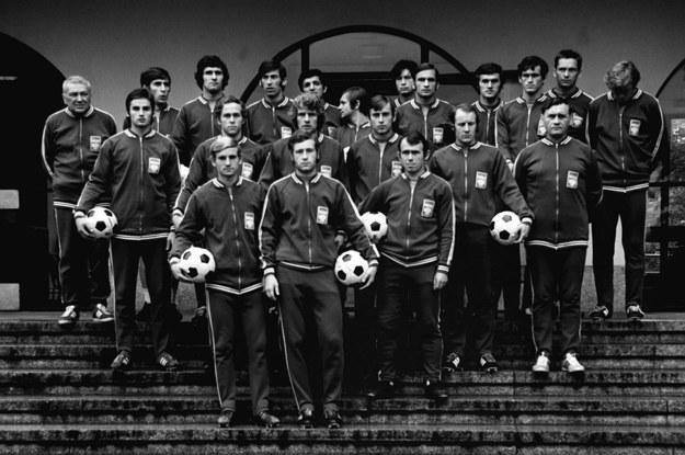 Olimpijska reprezentacja Polski w piłce nożnej, rok 1972. Marian Szeja drugi od prawej w ostatnim rzędzie /Mariusz Szyperko  /PAP/EPA