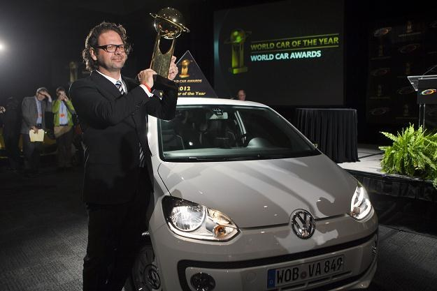 Oliver Stefani, szef projektantów up! z nagrodą World Car of the Year 2012 /AFP