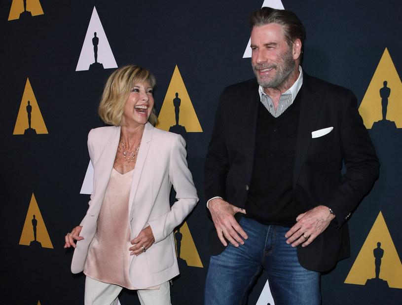 Olivia Newton-John i John Travolta świetnie się razem bawią /AFP /East News