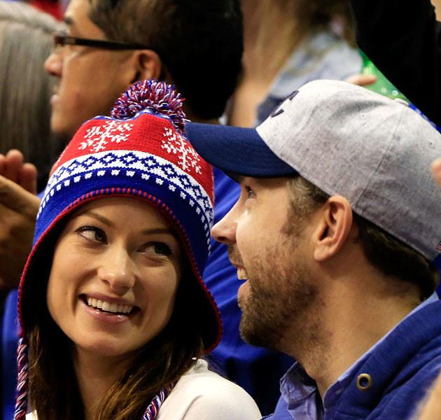 Olivia wygląda na bardzo szczęśliwą u boku Jasona /Jamie Squire /Getty Images