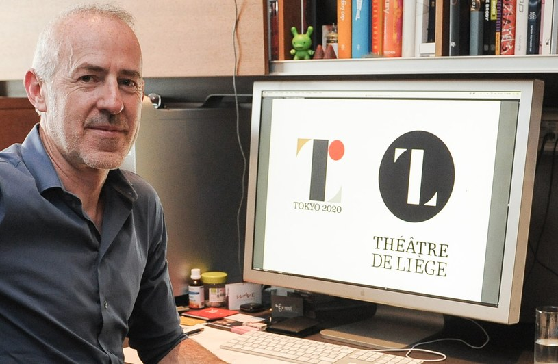 Olivier Debie i loga IO w Tokio (z lewej) oraz teatru w Liege /AFP
