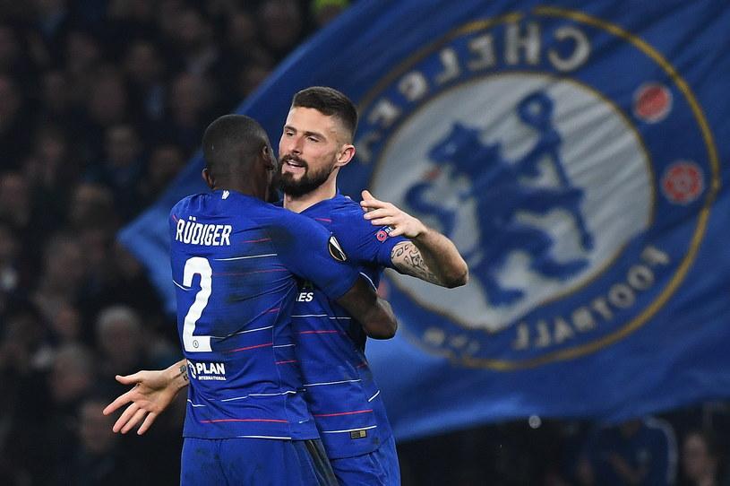 Olivier Giroud i Antonio Ruediger cieszą się z bramki dla Chelsea / ANDY RAIN    /PAP/EPA