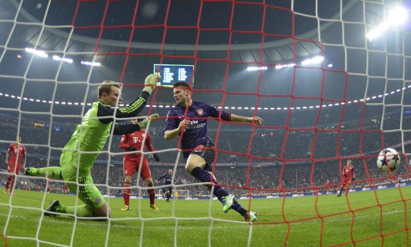 Olivier Giroud strzela gola dla Arsenalu /AFP