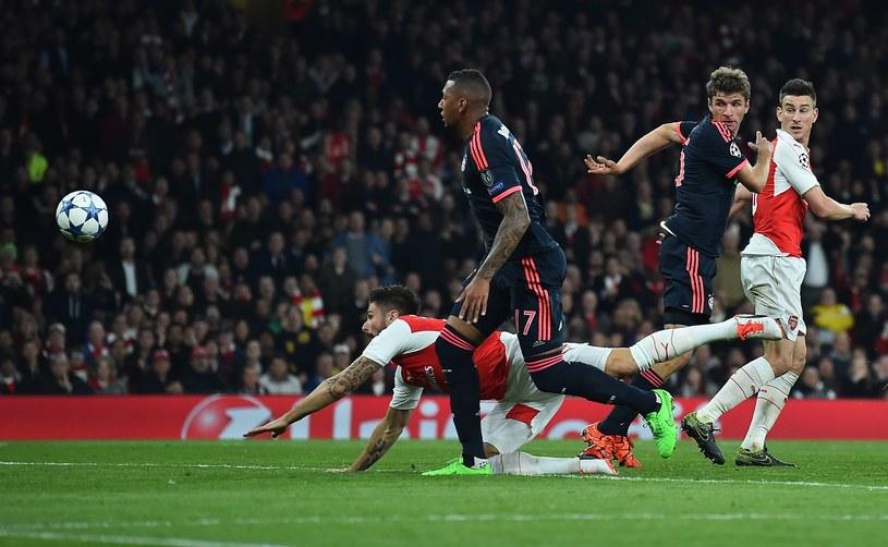Olivier Giroud strzela pierwszego gola dla Arsenalu /AFP