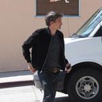 Olivier Martinez w podartych pantoflach