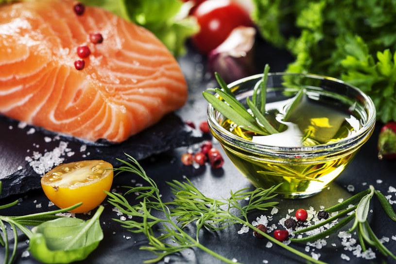 Oliwa i ryby służą naszemu zdrowiu /123RF/PICSEL