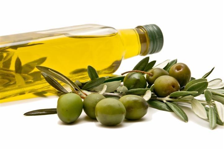 Oliwa z oliwek na włosy /© Photogenica