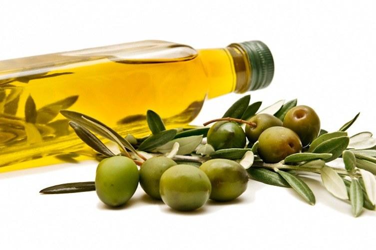 Oliwa z oliwek odzywianie /© Photogenica