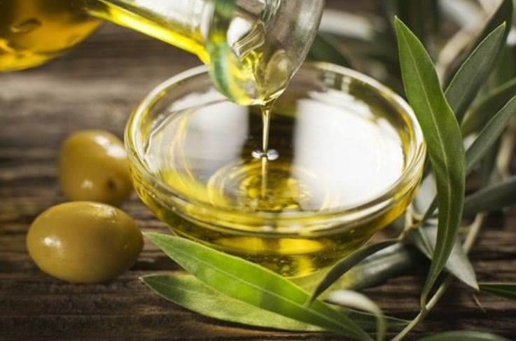 Oliwa z oliwek właściwości /© Photogenica
