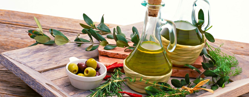 oliwa z oliwek /© Photogenica