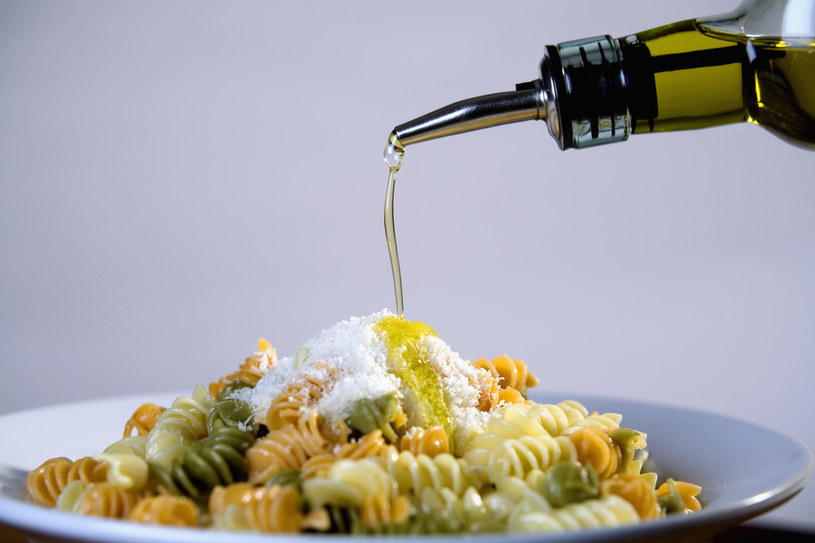 oliwa zdrowe tłuszcze /© Photogenica