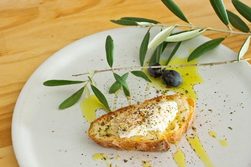 Oliwę najlepiej spożywać na surowo /123RF/PICSEL