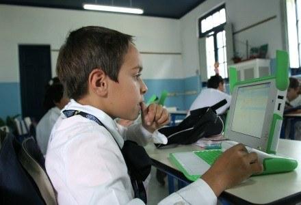 OLPC, czyli projekt taniego notebooka dla najmłodszych w krajach Trzeciego Świata /AFP