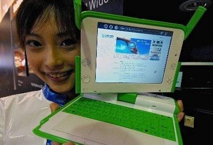 OLPC - komputer dla krajów Trzeciego Świata oraz nieplanowany protoplasta netbooków /AFP