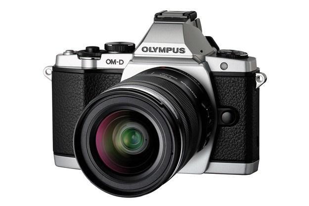 Olympus OM-D E-M5 wyróżnia się oryginalnym desiganem w stylu retro /materiały prasowe