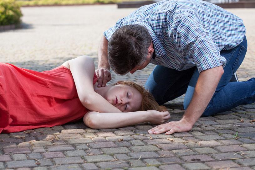 Omdleniem nie jest utrata przytomności związana z atakiem padaczki, udarem czy śpiączką cukrzycową /123RF/PICSEL
