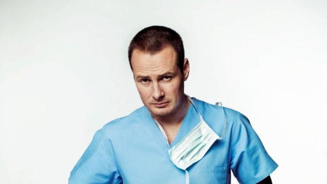 - Omijam je szerokim łukiem i nie chcę mieć z nimi nic wspólnego - mówi serialowy dr Maks Keller. /TVN