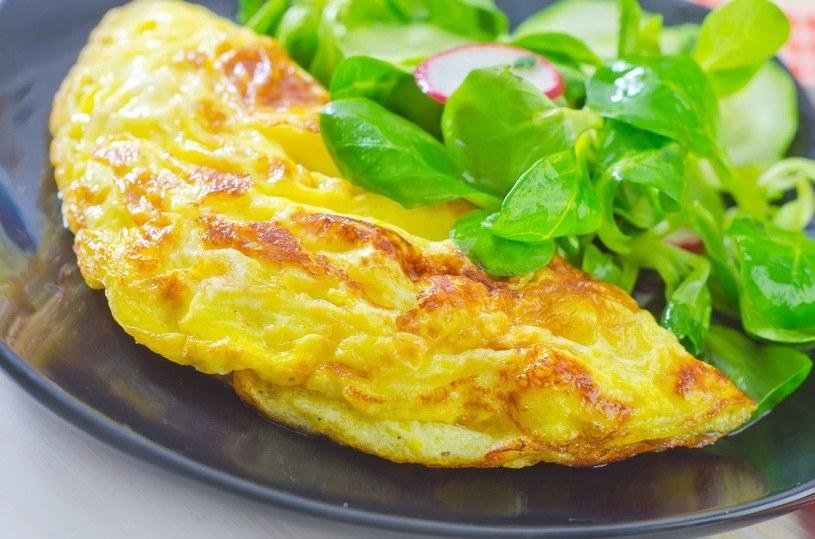 Omlet to genialne danie śniadaniowe /123RF/PICSEL