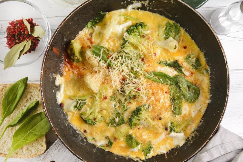 Omlet z brokułem /123RF/PICSEL