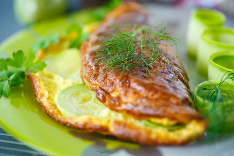 Omlet z cukiną /123RF/PICSEL