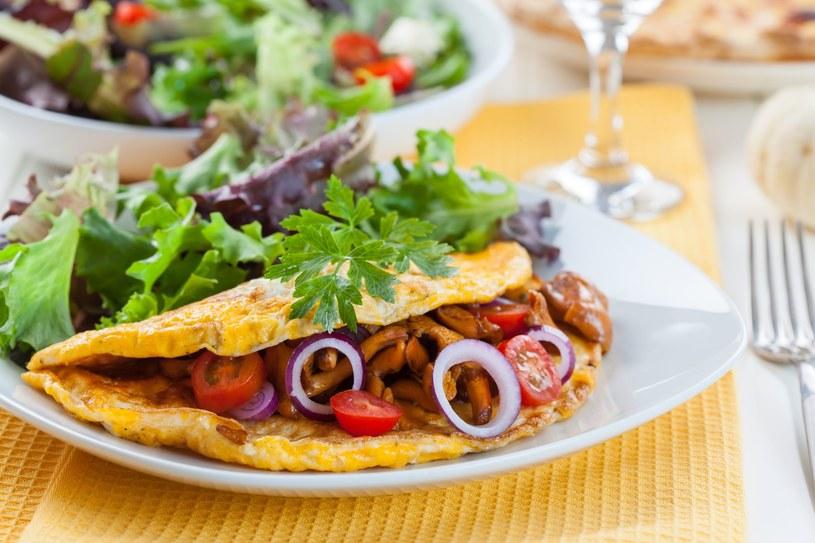 Omlet z grzybami /123RF/PICSEL