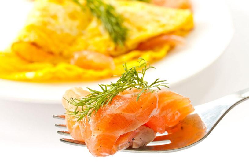 Omlet z łososiem /123RF/PICSEL
