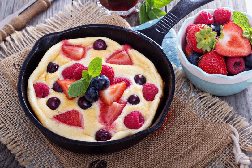 Omlet z owocami /123RF/PICSEL