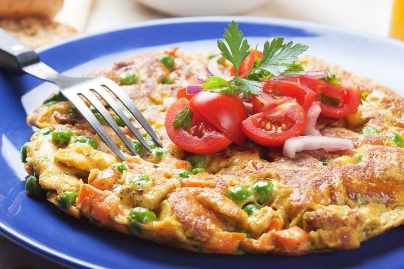 Omlet z warzywami /123RF/PICSEL
