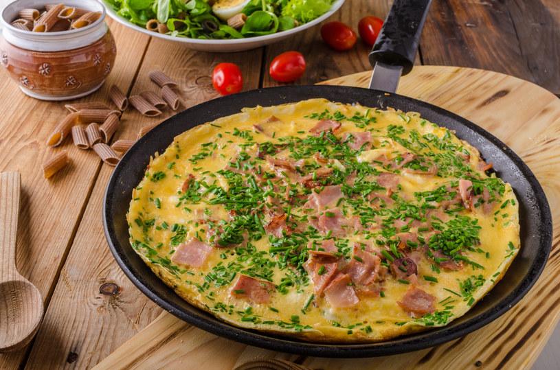 Omlet ze szparagami /materiały prasowe