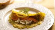 Omlet ziołowy z twarożkiem i łososiem