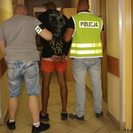 On groził taksówkarzowi nożem, ona kradła pieniądze. Nastolatkowie zatrzymani