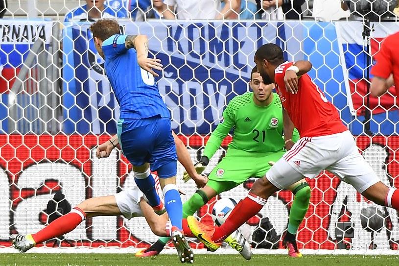Ondrej Duda strzela gola dla Słowacji /AFP
