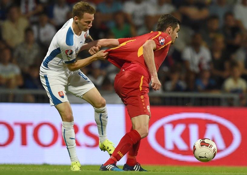 Ondrej Duda (z lewej) od niedawna gra w reprezentacji Słowacji /JOE KLAMAR /AFP