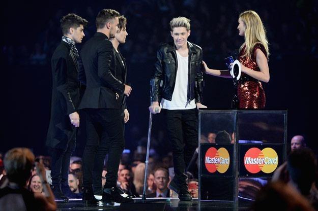 One Direction na Brit Awards. Zaraz, zaraz... kogoś tu brakuje (fot. Ian Gavan) /Getty Images/Flash Press Media