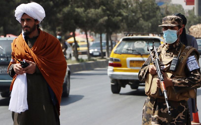 ONZ: Talibowie brutalnie rozprawiają się z pokojowymi protestami; nie żyją co najmniej 4 osoby /PAP/EPA/STRINGER /PAP